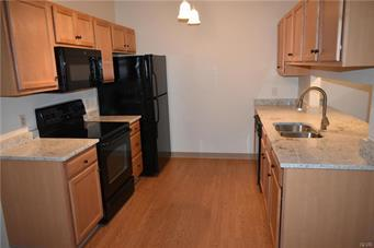 2121 HOKENDAUQUA AVE APT 303, Northampton Borough, PA 18067 - Photo 2