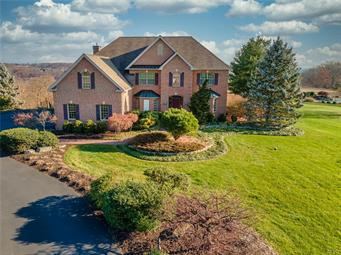 2889 APPLE VALLEY ESTATES DR, North Whitehall Twp, PA 18069 - Photo 1