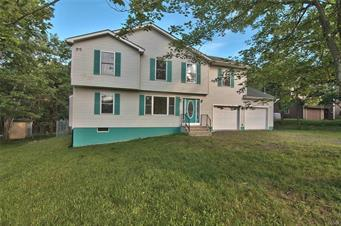 672 CLEARVIEW DR, Tobyhanna Twp, PA 18334 - Photo 1