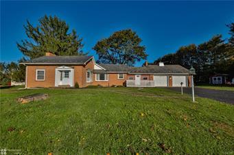 526 W MOORESTOWN RD, Bushkill Twp, PA 18064 - Photo 1