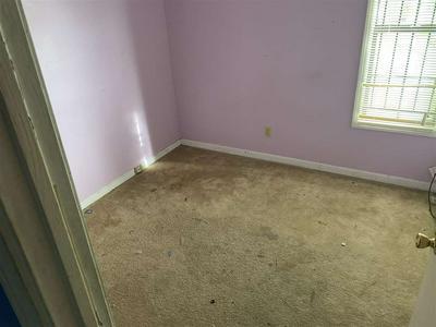 5015 APPLEWHITE LN, Memphis, TN 38109 - Photo 2