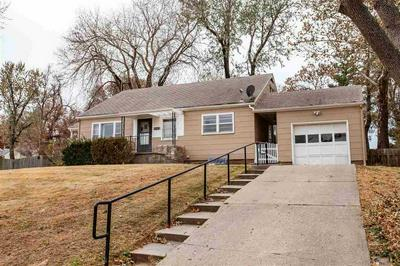 226 RIDGE DR, Manhattan, KS 66502 - Photo 1