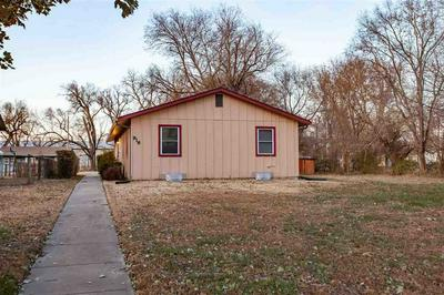 916 POTTAWATOMIE AVE, Manhattan, KS 66502 - Photo 2