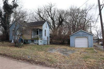 108 W D ST, Belleville, IL 62220 - Photo 2