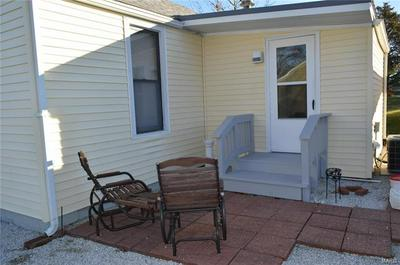 704 LINCOLN AVE, Jerseyville, IL 62052 - Photo 2