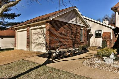 5527 DUCHESNE PARQUE DR, St Louis, MO 63128 - Photo 1