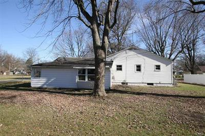 525 N FRANKLIN ST, Staunton, IL 62088 - Photo 2