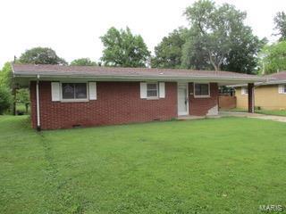 213 COLUMBUS DR, Belleville, IL 62226 - Photo 1