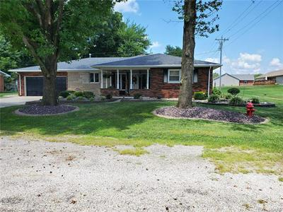 1011 MONTGOMERY ST, Carlyle, IL 62231 - Photo 1