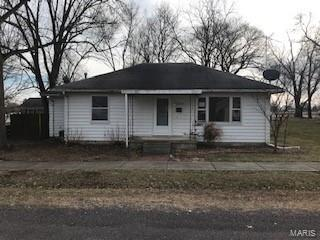 918 E WASHINGTON AVE, Greenville, IL 62246 - Photo 1