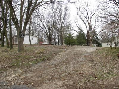 210 6TH ST, CARLYLE, IL 62231 - Photo 1