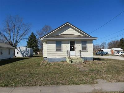 601 S FRONT ST, Ramsey, IL 62080 - Photo 1