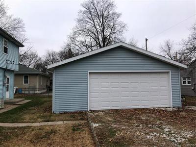 1107 W SPRUCE ST, Jerseyville, IL 62052 - Photo 2