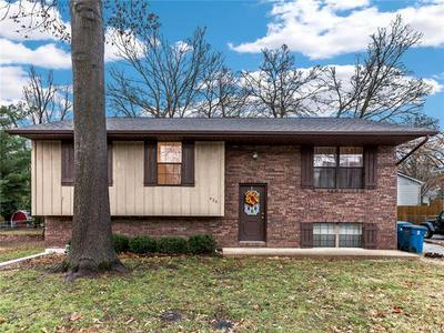 422 N AURORA ST, Collinsville, IL 62234 - Photo 1