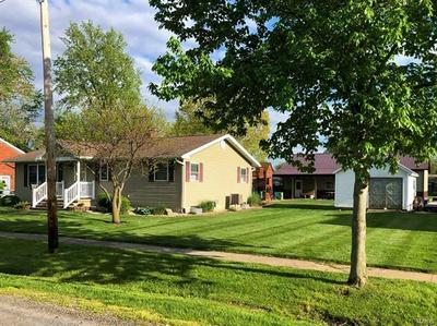 321 LOCUST ST, Carrollton, IL 62016 - Photo 2