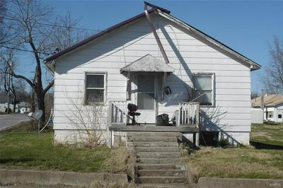 1201 E MAIN ST, BENTON, IL 62812 - Photo 1