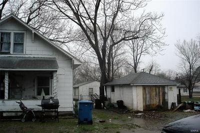 509 N 8TH ST, BENTON, IL 62812 - Photo 2