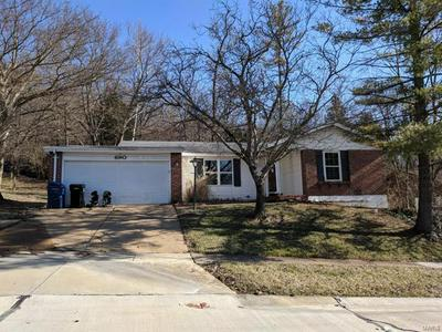 690 GREEN FOREST DR, Fenton, MO 63026 - Photo 2