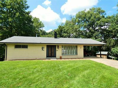 37 HUNTINGTON DR, Belleville, IL 62223 - Photo 1