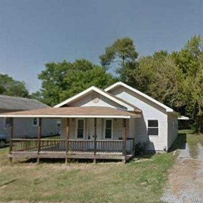 905 MCLEANSBORO STREET, Benton, IL 62812 - Photo 1