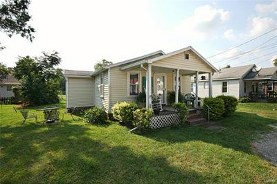 111 N HUDSON ST, Vandalia, IL 62471 - Photo 2