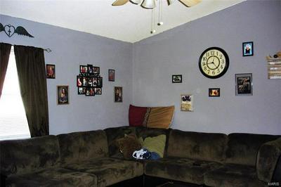 406 JONES ST, BENTON, IL 62812 - Photo 2