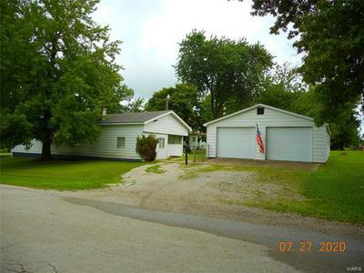 704 YOUNG ST, Nokomis, IL 62075 - Photo 1