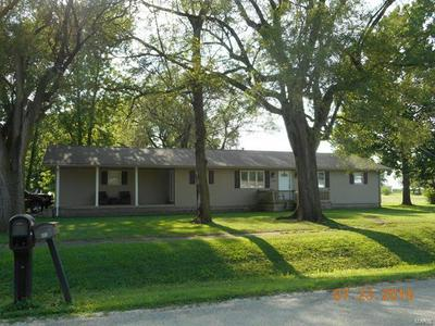 604 N MAIN ST, Witt, IL 62094 - Photo 1