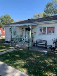 112 S GRANT ST, Litchfield, IL 62056 - Photo 1