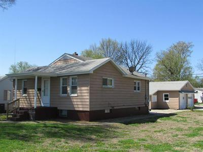 3 S OLIVE ST, Hartford, IL 62048 - Photo 2