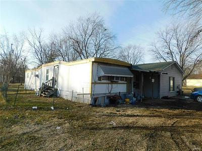 506 YARD ST, Carlinville, IL 62626 - Photo 1