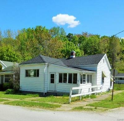 215 W TERRACE AVE, Hannibal, MO 63401 - Photo 1