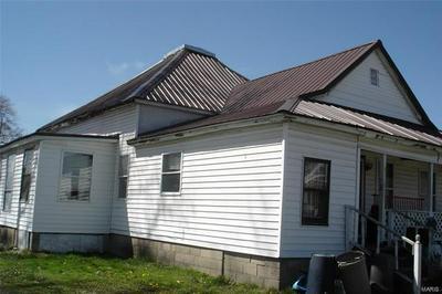 307 N BUCHANAN ST, BENTON, IL 62812 - Photo 2