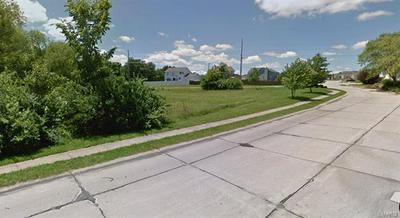 350 N POINT PRAIRIE RD, Wentzville, MO 63385 - Photo 2