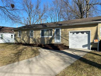 517 CLAY ST, Jerseyville, IL 62052 - Photo 1