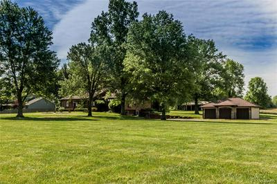 3202 OLD CREAL SPRINGS RD, Marion, IL 62959 - Photo 1