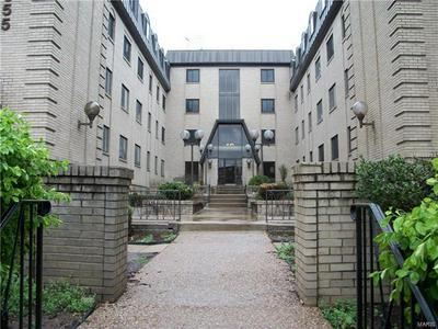 4355 MARYLAND AVE APT 124, St Louis, MO 63108 - Photo 1