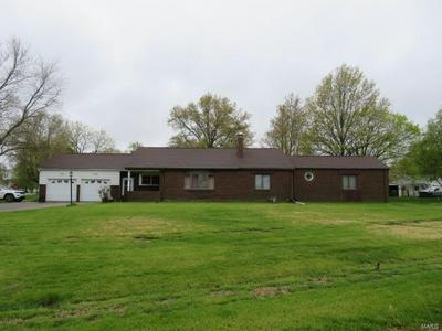 203 W BROADWAY, Witt, IL 62094 - Photo 1
