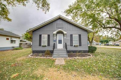 214 W WILSON AVE, Gillespie, IL 62033 - Photo 2