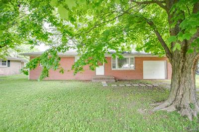 811 E JOHN ST, Bunker Hill, IL 62014 - Photo 2