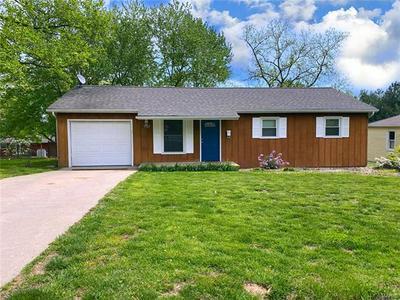 1527 S MAIN ST, Hillsboro, IL 62049 - Photo 1
