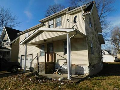906 JOHNSON ST, Carlinville, IL 62626 - Photo 1