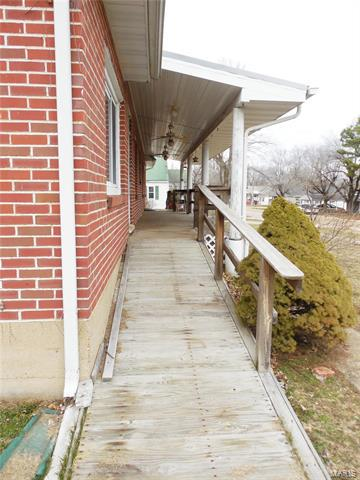 700 S TAYLOR AVE, BELLE, MO 65013 - Photo 2