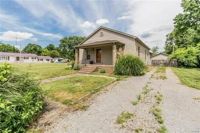 105 S MANNERING ST, Royalton, IL 62983 - Photo 2