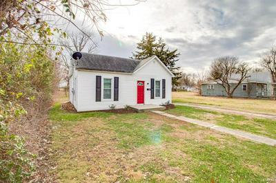 400 LOTT ST, Jerseyville, IL 62052 - Photo 2