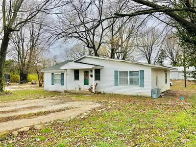 1007 E WASHINGTON ST, Cuba, MO 65453 - Photo 2