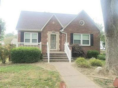 907 W ADAMS ST, Nashville, IL 62263 - Photo 1