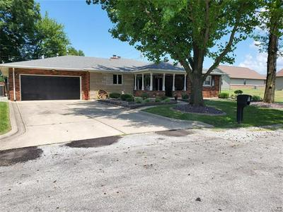 1011 MONTGOMERY ST, Carlyle, IL 62231 - Photo 2