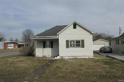 1001 S MACOUPIN ST, GILLESPIE, IL 62033 - Photo 1