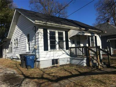823 E COLLEGE AVE, Greenville, IL 62246 - Photo 2